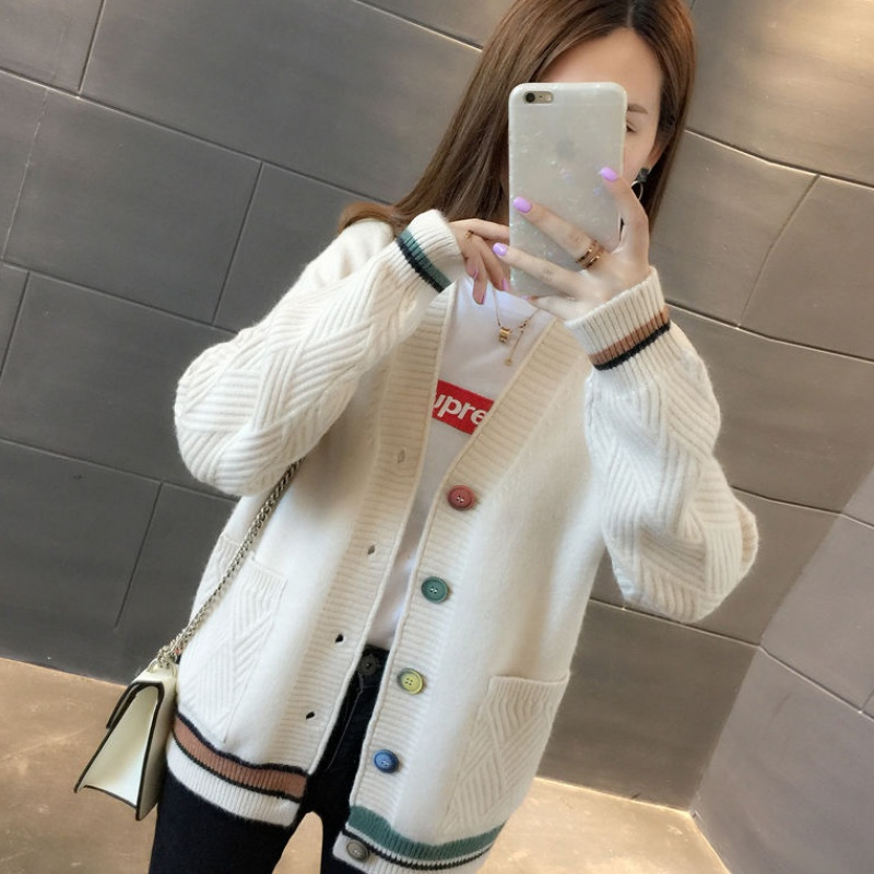 Sweater Jacket Womens short style 2020 spring and Autumn New Womens clothing Korean version loose wear knitted cardigan versatile student trend