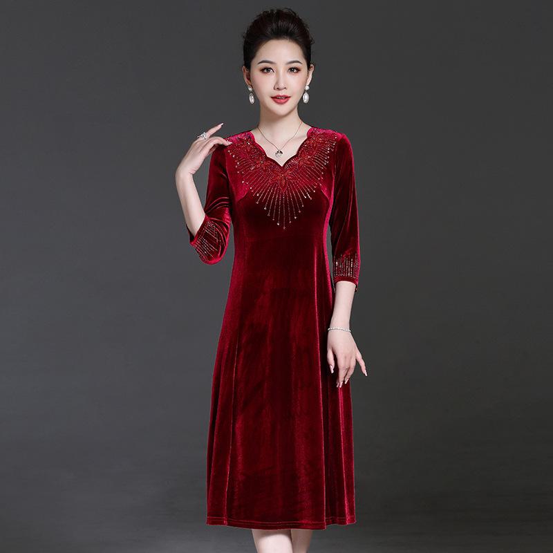 结婚礼妈妈礼服洋气母亲装丝绒旗袍中年女连衣裙喜婆婆婚宴装高贵
