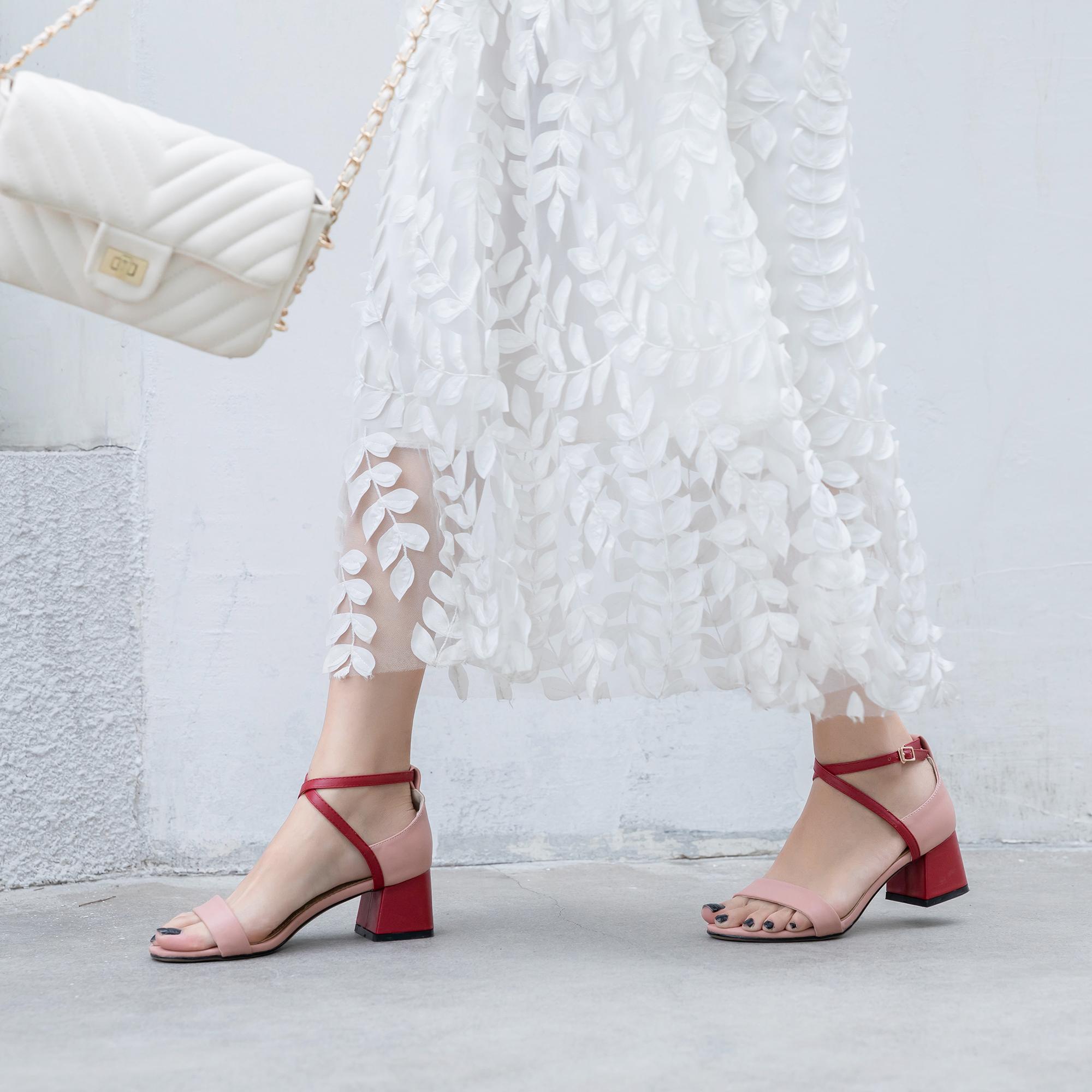 2019夏季新款绑带粗跟中跟韩版简约百搭一字扣带仙女高跟大码凉鞋