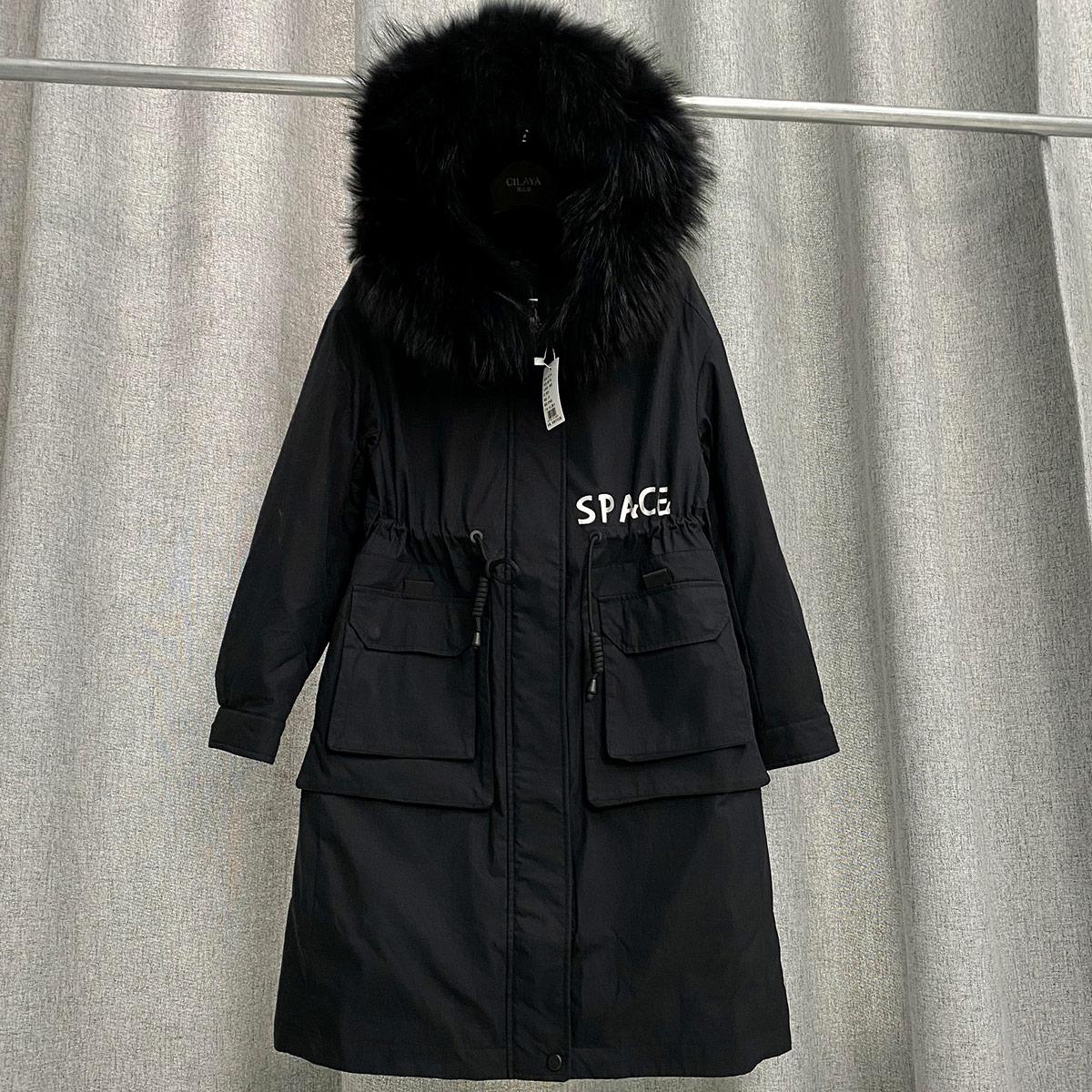 中长款羽绒服怎么搭配:黑色中长款羽绒服搭配