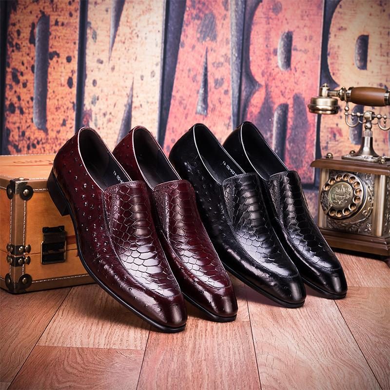 Genuine 2020 new Korean business mens leather shoes with pointed toe, ostrich skin print, low top and no lace up wine red