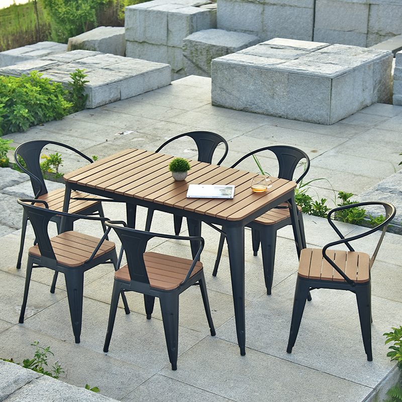 铁艺啤酒户外桌椅组合五件套 星巴克咖啡厅露台防腐塑木室外桌椅