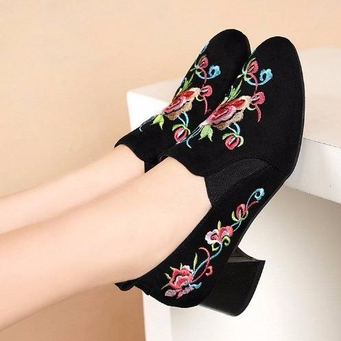 深口单鞋女中跟鞋子新款民族风刺绣小圆头粗跟高跟鞋秋季绣花单靴