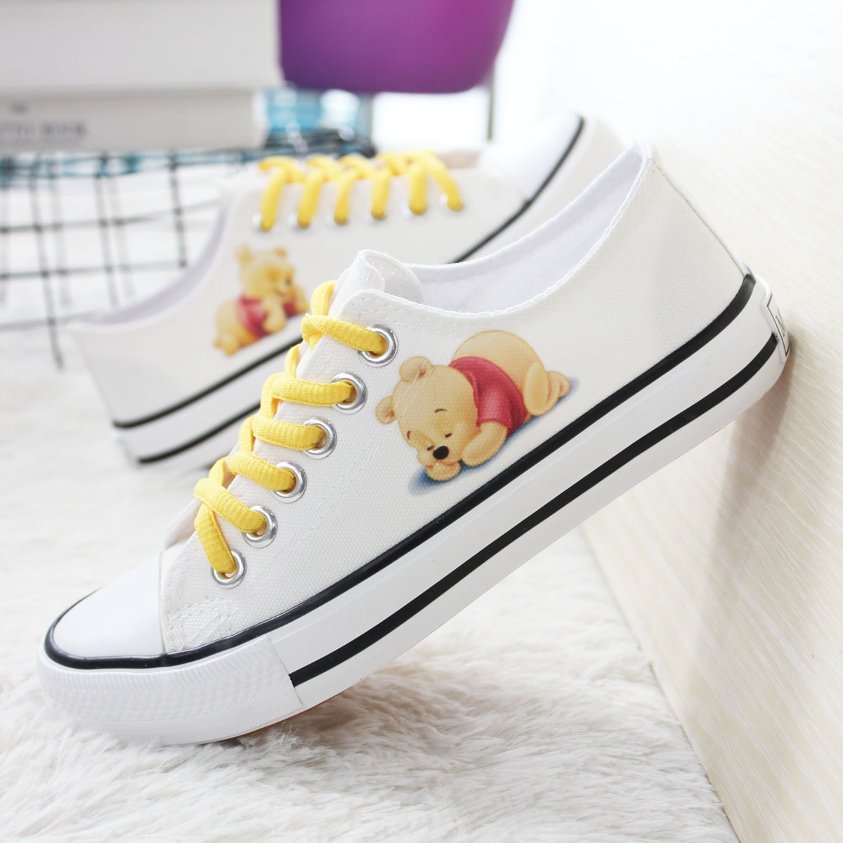 Winnie the Pooh Classic flat bottom leisure low top womens shoes canvas shoes hand painted shoes single shoes board shoes mens shoes lovers shoes