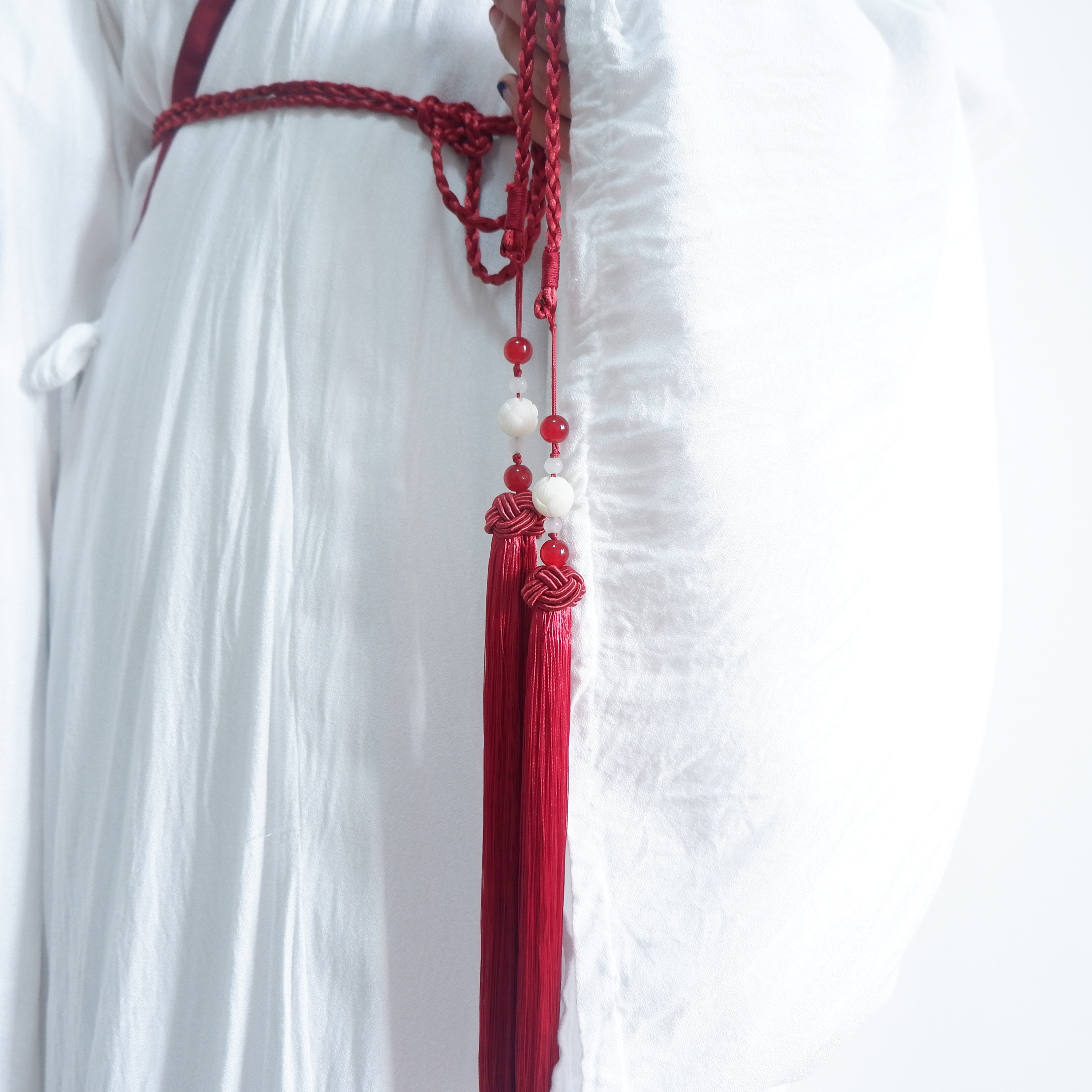Luofei Youge original palace tapestry ancient style white Bodhi lotus round neck Hanfu belt lengthened tassel Daopao accessories