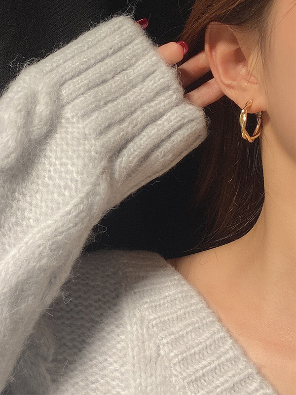 Popular Korean retro gold wrapped earrings, feminine personality, face show, thin earrings, versatile minimalist style in Europe and America