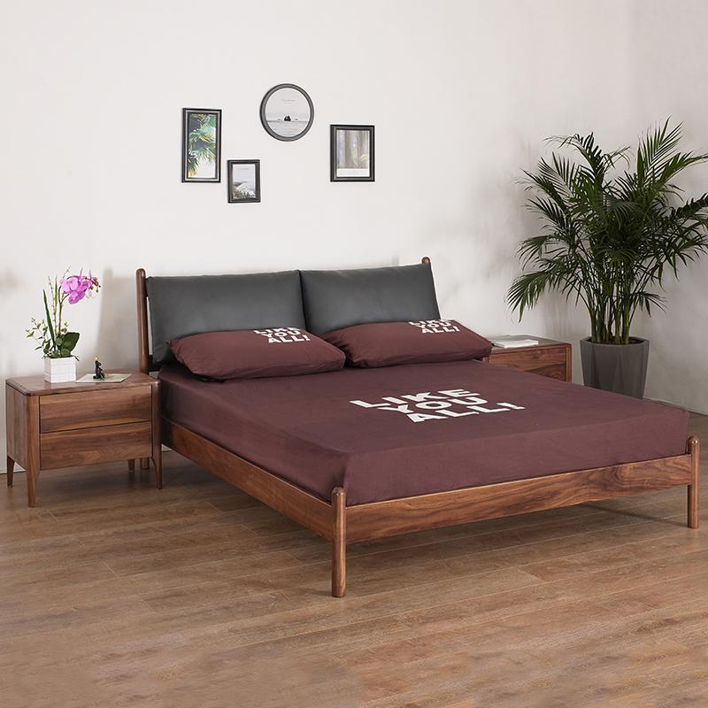 黒胡桃の木の全実木ベッド北欧の現代簡単なダブルベッドの1.5メートルの主な寝床の家具の1.8メートルの柔らかいのは結婚のベッドに頼っています。