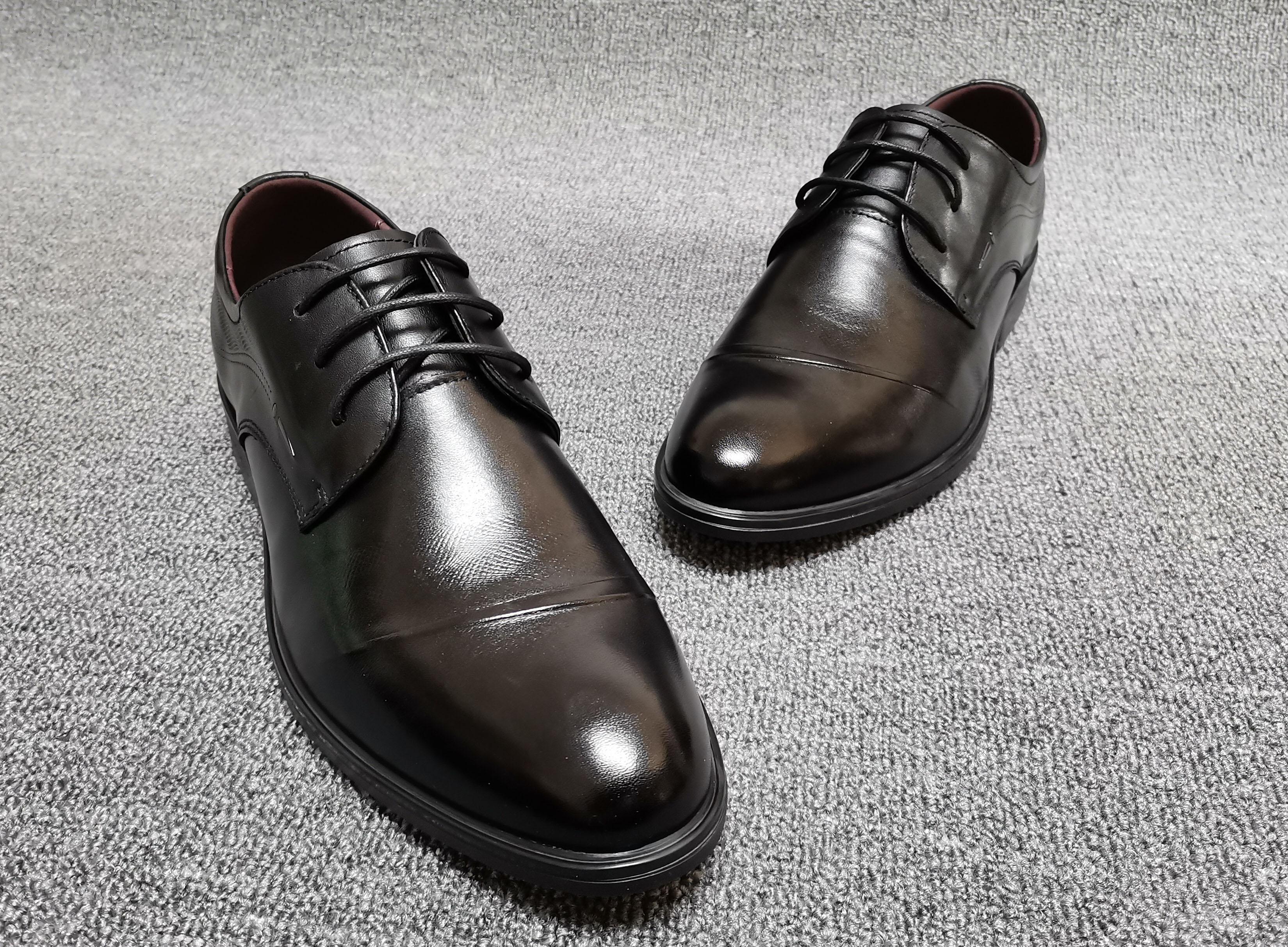 春夏の新商品の本革ビジネス靴は出勤します。