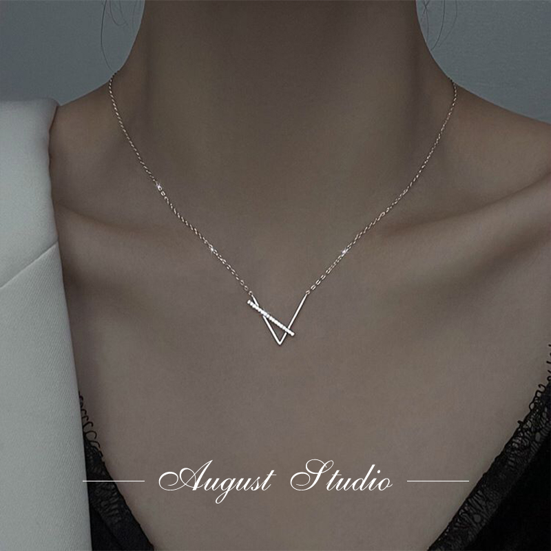 August geometric niche design light luxury cold wind v-word Sterling Silver Necklace clavicle chain summer fairy senior