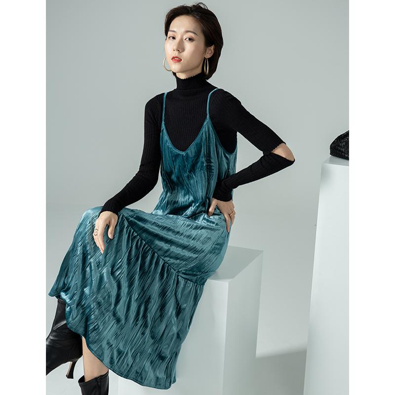 吊带连衣裙女2020秋冬季新品小众设计感调节肩带中长款丝绒裙