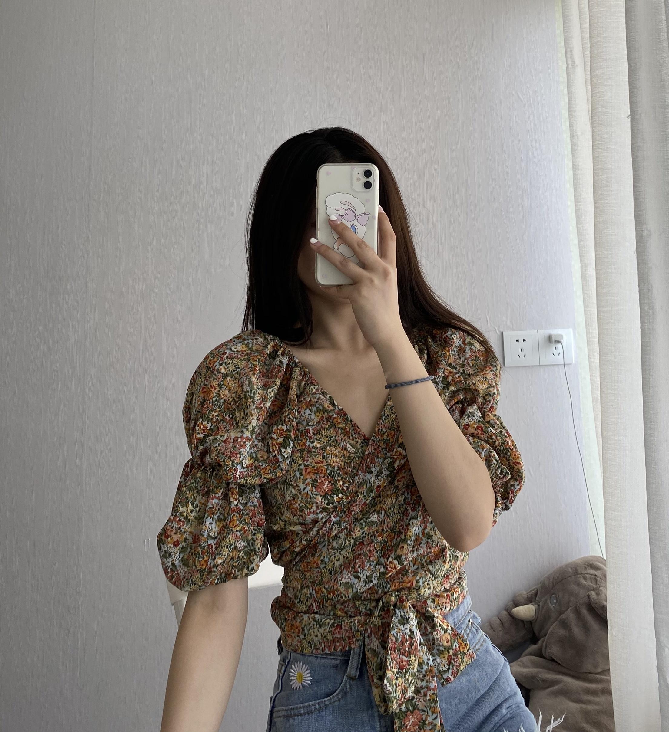 法式短款露肚脐设计感小众衬衫女夏季新款五分袖百搭V领雪纺上衣