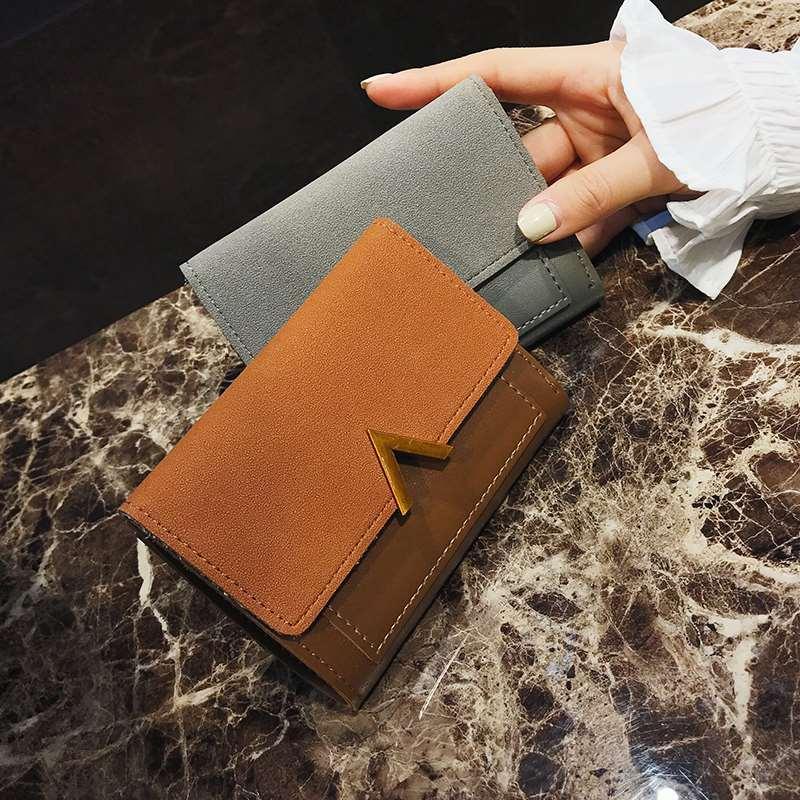 2019 versatile new womens short small wallet retro Korean small change wallet large note slot simple V-shaped short