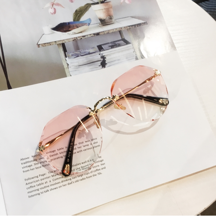 European and American gradient trimming glasses round retro rimless toad Glasses Sunglasses Womens trendy round face net Red Sunglasses