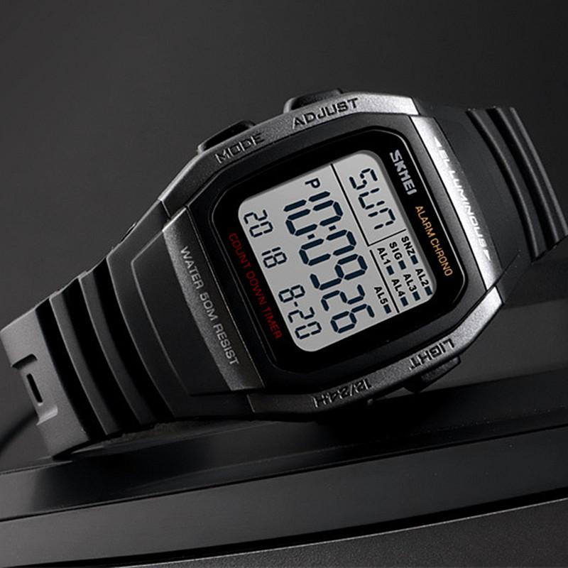 新商品の男性用腕時計カジュアルファッション多機能カウントダウン電子時計アウトドア防水四角腕時計
