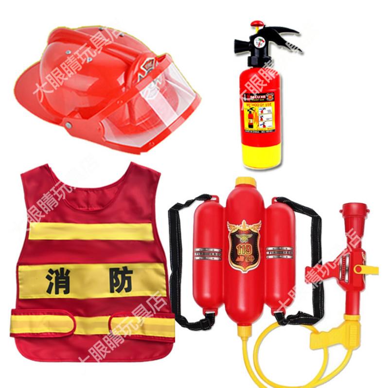 幼児園の角のおもちゃの消防士の装備の役は道具の消防車のスーツの男の子の六一を演じて贈り物をします。