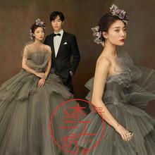 展会新款影楼主题婚纱工作室写真摄影拍照彩纱烟灰色唯美压皱礼服