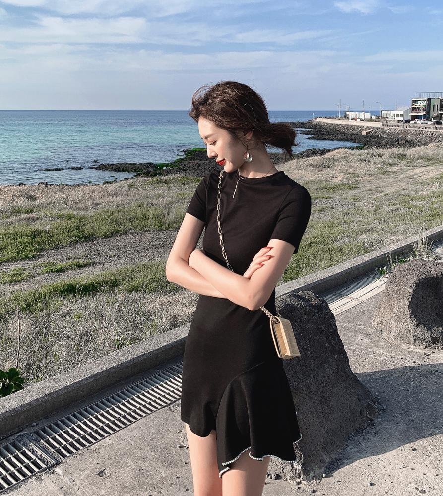 实拍2020春夏法式复古质显瘦水钻边不规则摆黑色短袖连衣裙 女P63