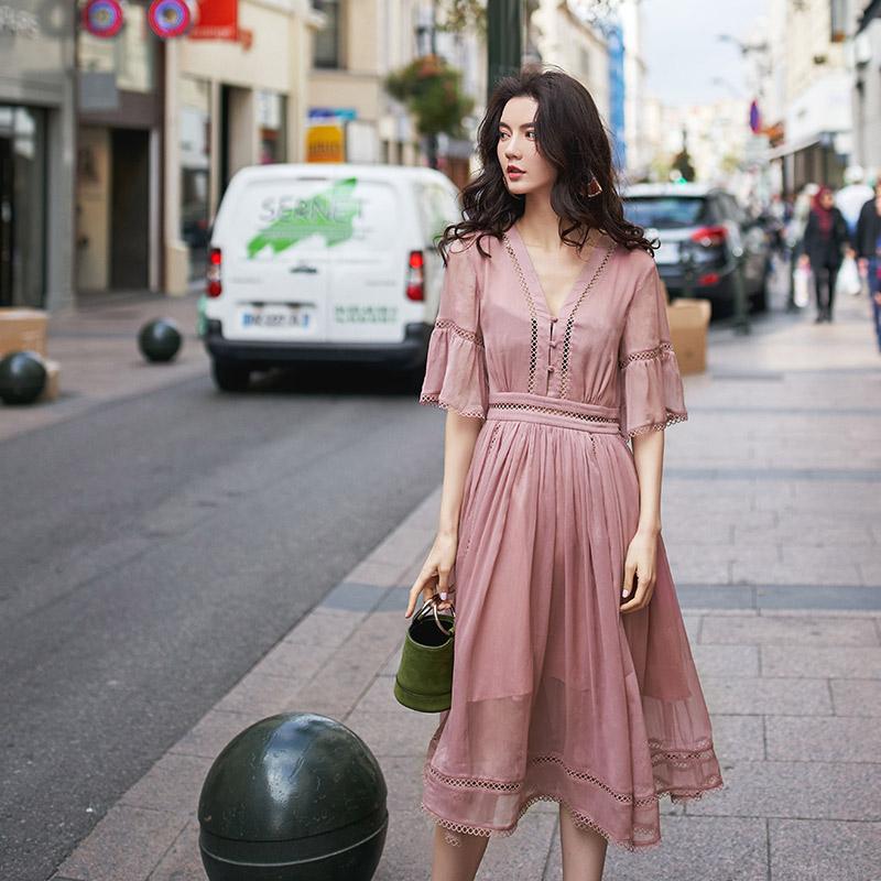 阿卡ARTKA-CITY系列夏新品喇叭袖V领镂空收腰纯色连衣裙JL18010