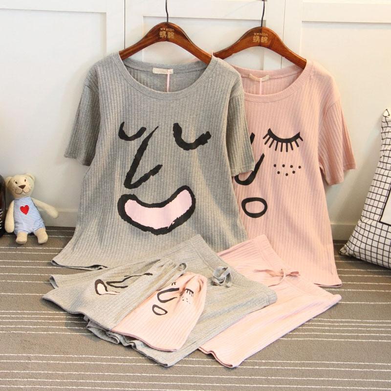 韓国版坑条純綿半袖男女カップルのパジャマは夏の家着セットのカジュアルな表情がおかしいです。