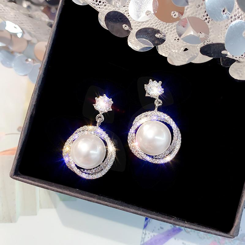 Senior sense Earrings niche S925 silver needle Pearl Earrings female 2020 new fashion circle with diamond super flash thin