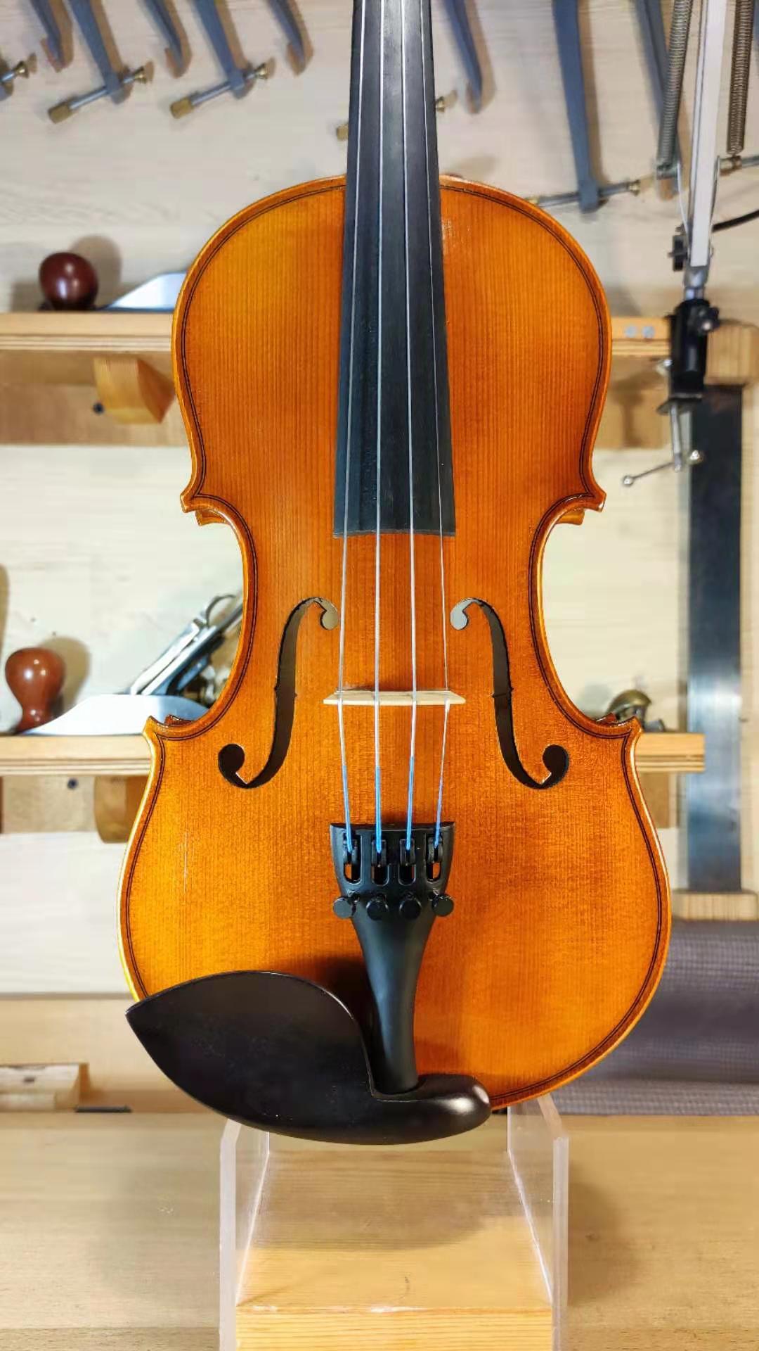 成都の鳴弦の仕事部屋の逸品の手製のバイオリンの学生の1/2児童は初めて公演を学んで来て音を試みます。
