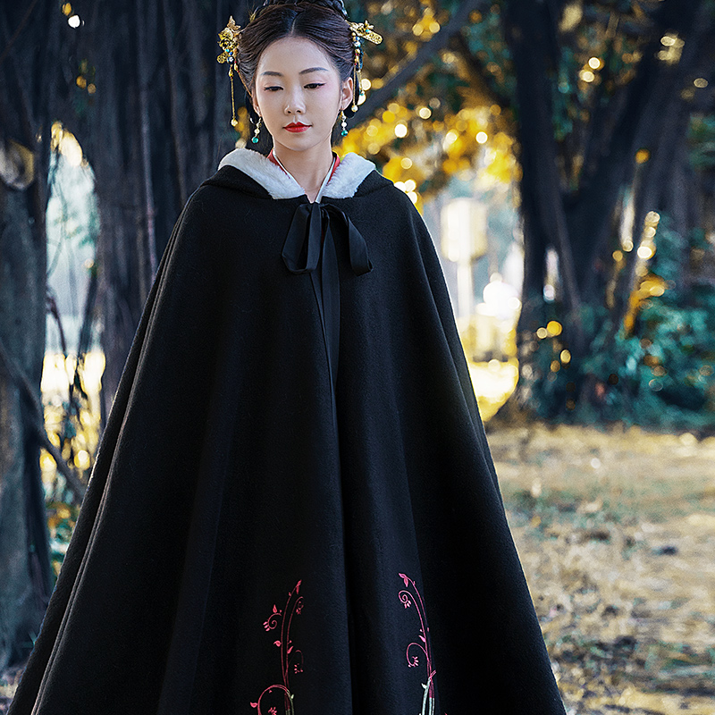 Original embroidered wool woolen coat long cloak with hat and plush thick Hanfu womens shawl coat autumn and winter