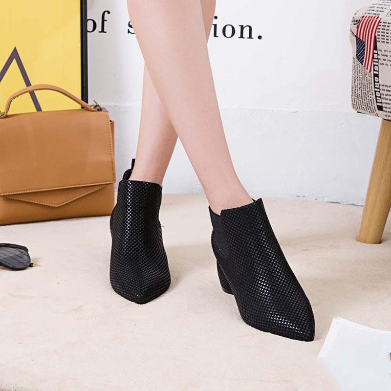 粗跟短靴女高跟尖头英伦女靴子中跟韩版春秋裸靴单靴女鞋网红踝靴