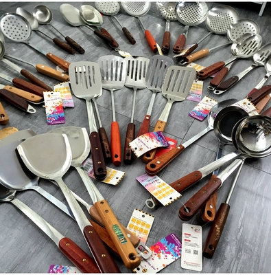 Various serving spoons, spoons, rice spoons, spatulas, colanders, tableware collection