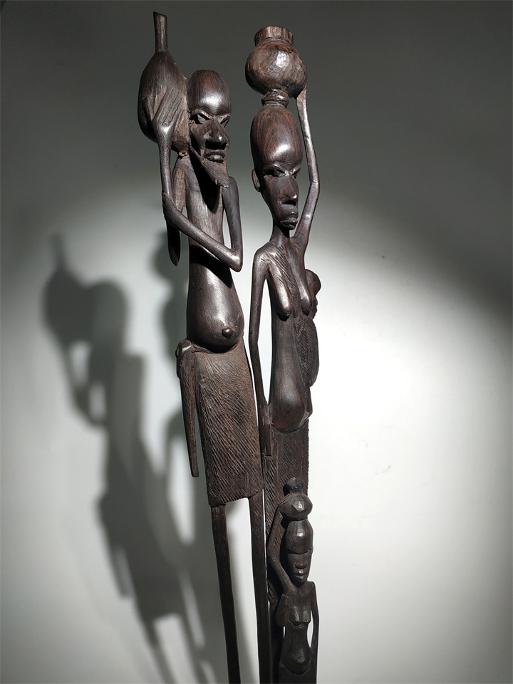 New product promotion African black wood carving portrait carving ebony carving family Kenyan home decoration bar mahogany decoration