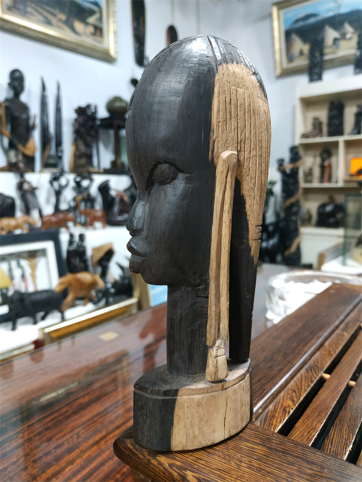 New products impression African original imported ebony carving Masai Samurai Masai people Kenyan town house accessories