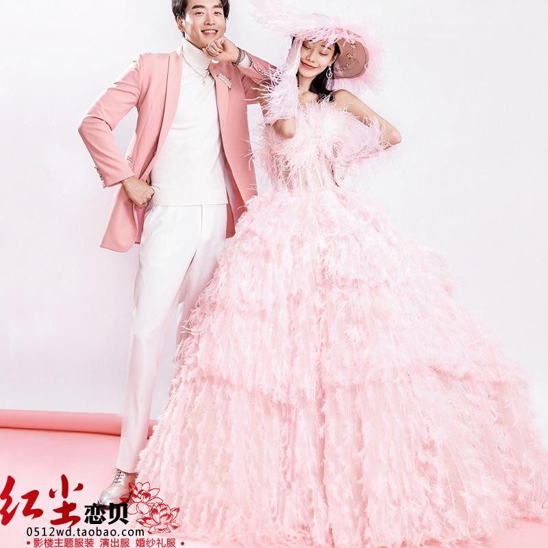 新款外景旅拍摄影情侣拍照写真粉色羽毛婚纱抹胸礼服影楼主题服装
