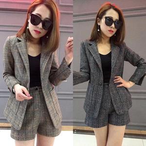 2020春秋新款欧货潮格子韩版时尚两件套洋气西服短裤小西装套装女