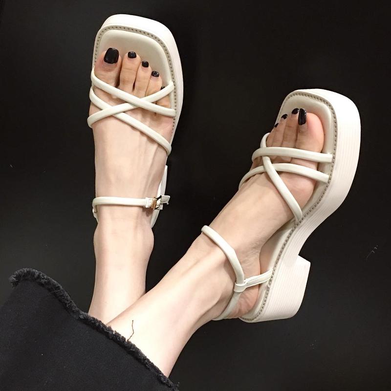 网红厚底凉鞋女仙女风2021春夏新款一字带百搭松糕中跟粗跟罗马鞋