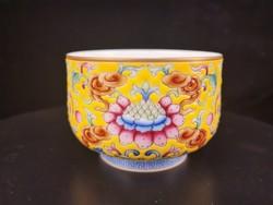 手绘黄底珐琅彩描金 缠枝莲牡丹闻香杯