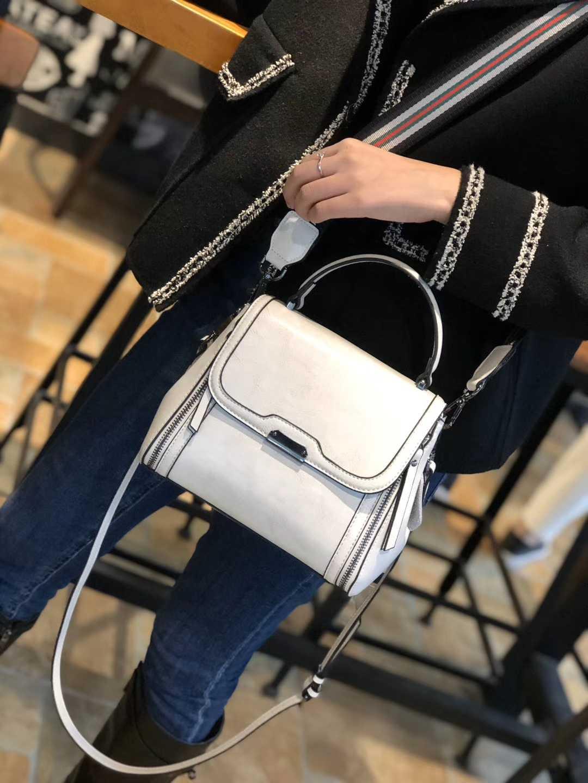 真皮女士包袋手挽双隔层带盖夏季中型时尚斜挎宽织带三用百搭bags