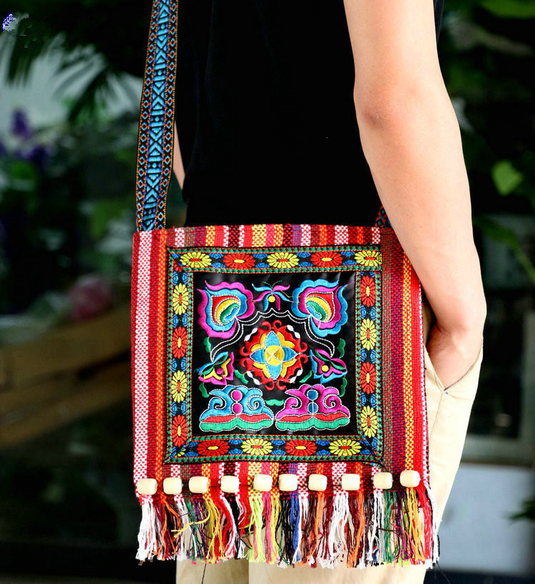 New canvas Yunnan Ethnic Style Embroidered womens bag