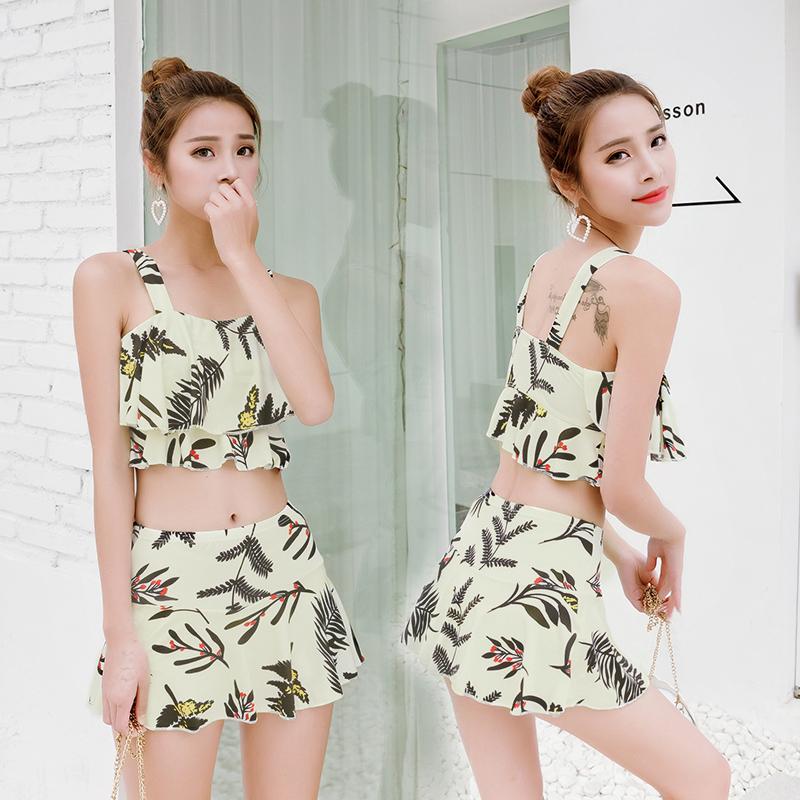 新款平角分体两件套游泳衣女裙式印花沙滩小香风女士露腰性感泳衣