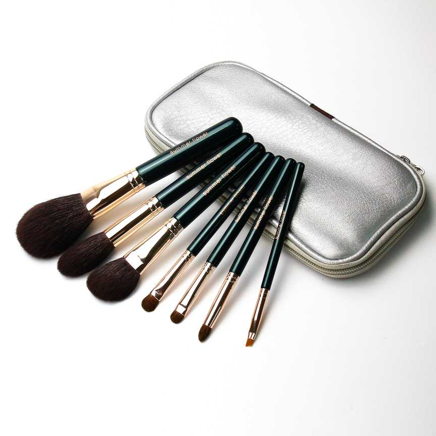 True hair summerflower green light series pure and delicate light material blush, high gloss, eye shadow, eyebrow brush.