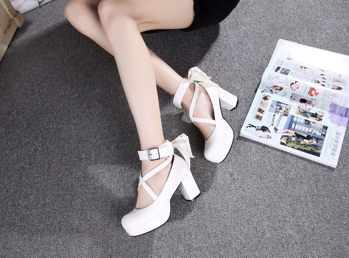 Autumn and winter is Lolita Lolita high-heeled magic girl lovely bow Princess versatile shoes
