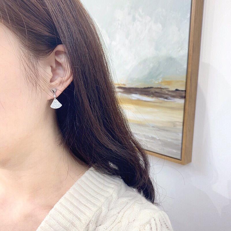玫瑰金小裙子耳钉女超仙满钻扇形耳饰轻奢气质镶钻白贝母耳环18k
