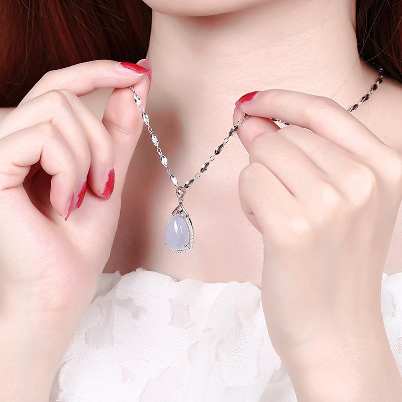 純銀メッキプラチナネックレス女性延長太字モデル2021年新型銀の水滴の青い玉髄の吊り下げ鎖骨チェーン