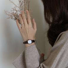 伴朵手表女ins风学生2020年新款简约细带小巧气质复古女士冷淡风