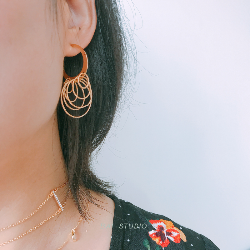 White studio personality multilayer metal circle long exaggerated Earrings European and American versatile earrings earrings earrings earrings earrings earrings