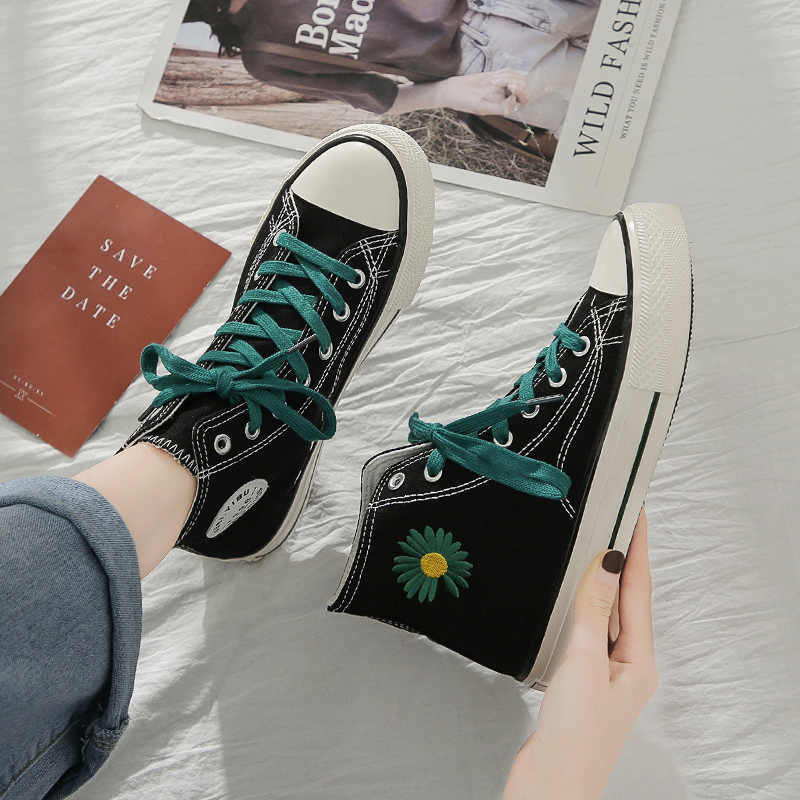 New small daisy canvas shoes womens high top printing couple graffiti black and white board shoes casual Korean fashion shoes 1970