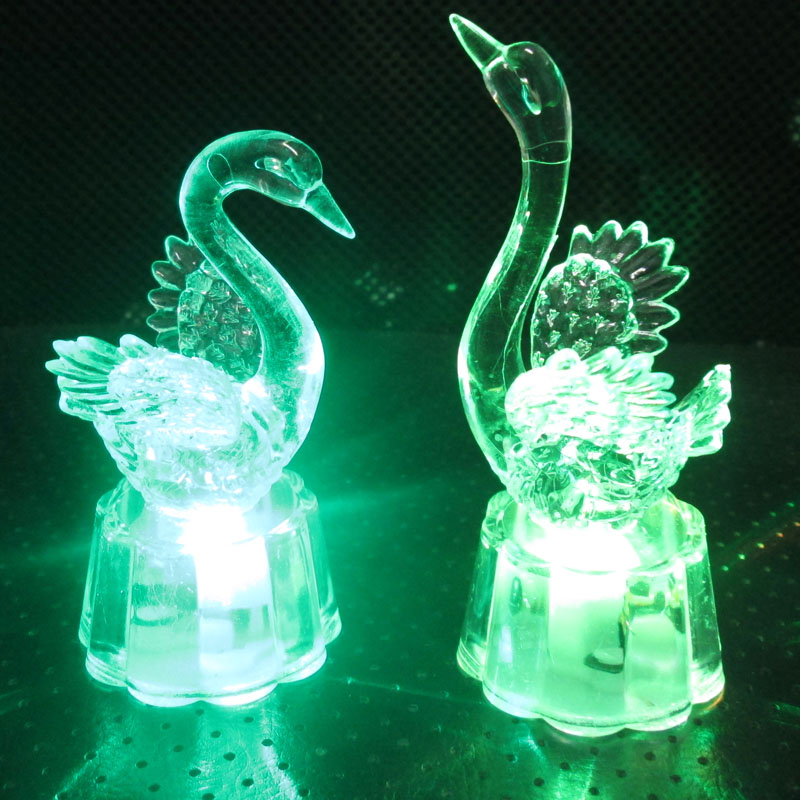 创意热卖七彩闪光天鹅小夜灯儿童玩具批发小商品夜市发光地摊货源