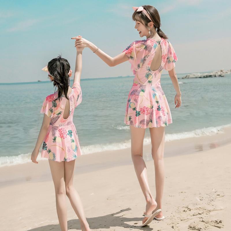 温泉新款亲子泳衣母女保守连体裙式亲子装大码显瘦荷叶边女童泳装