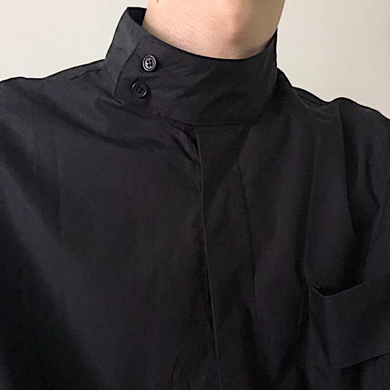 COLN 这件设计感极简衬衫带给你只有半高领才能带出的慵懒高级感
