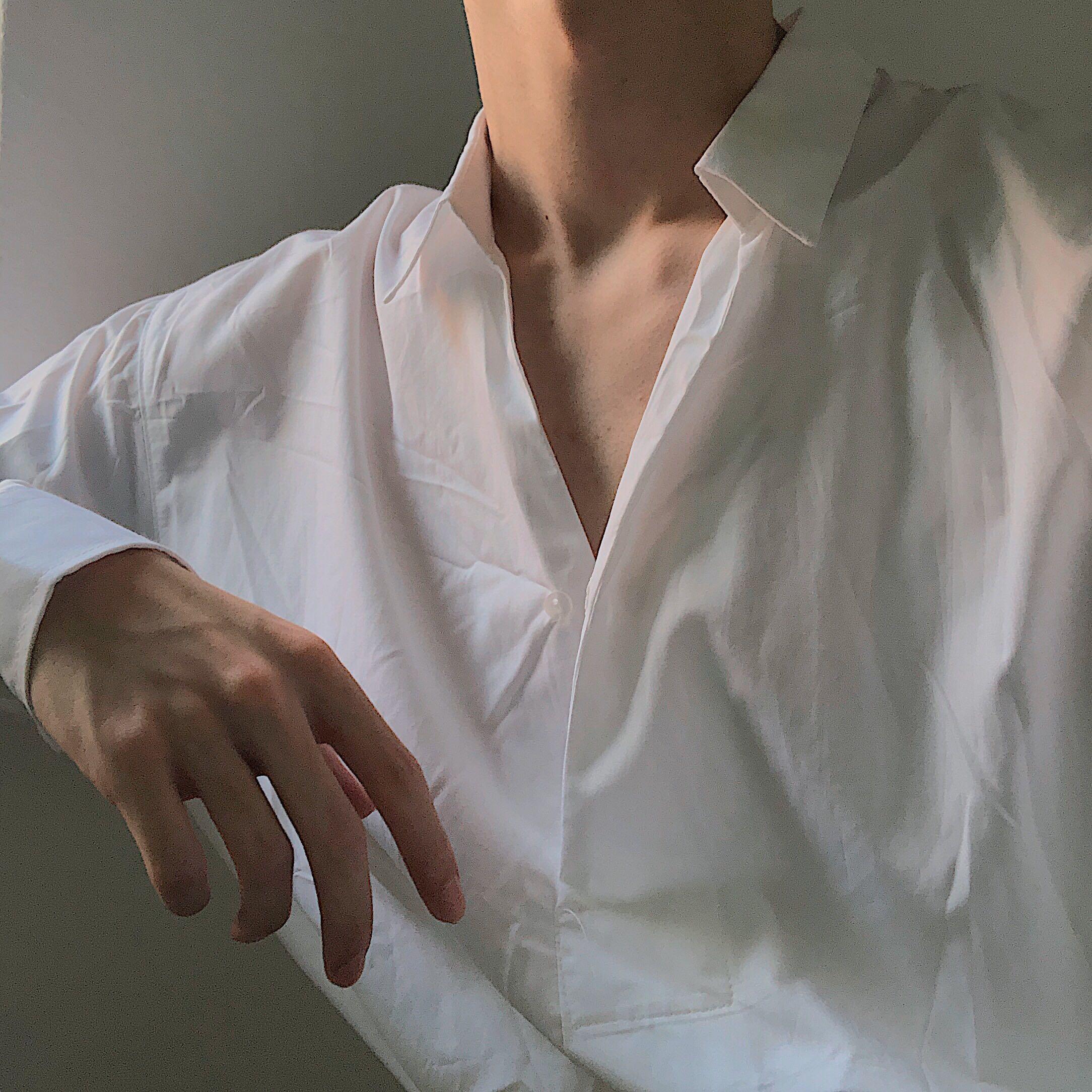 Coln 让人欲罢不能的禁欲系V领套头衬衫只推荐给最有腔调的你