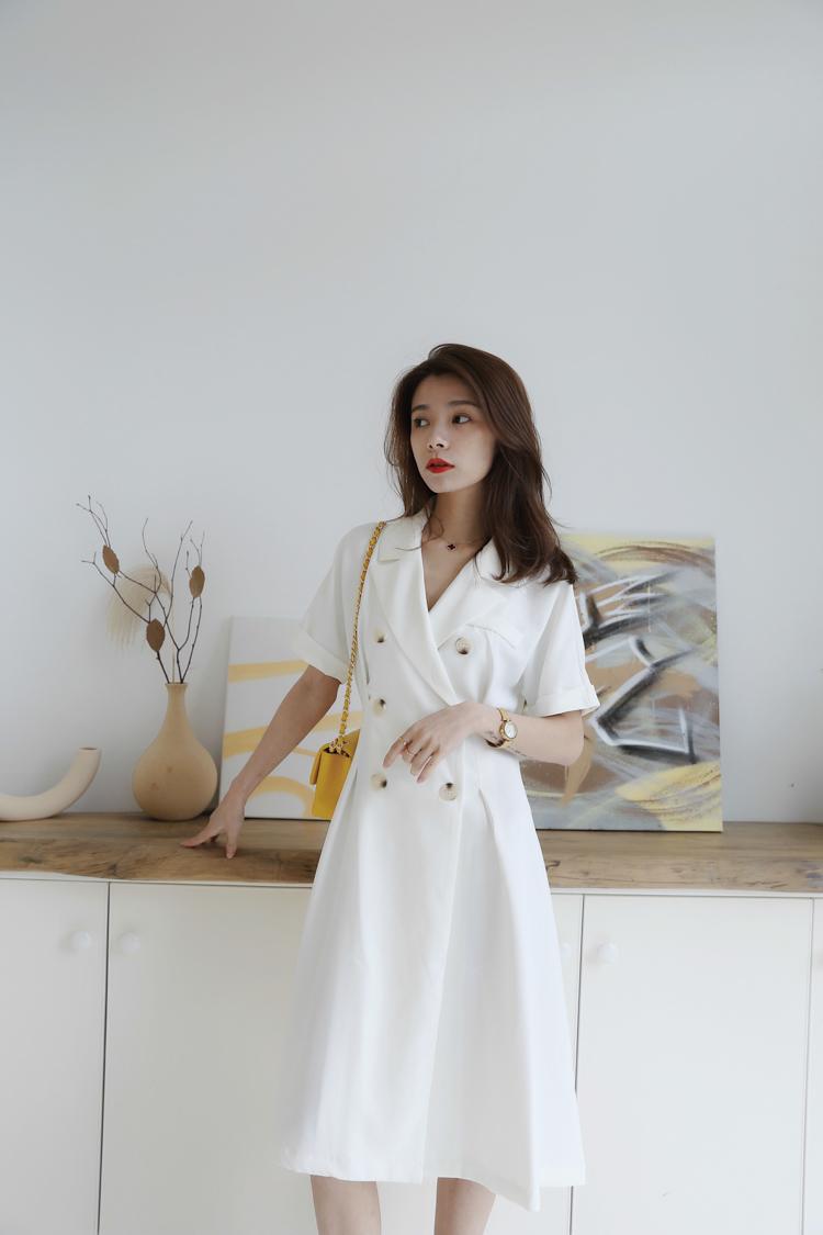 不出错白色短袖连衣裙显瘦过膝裙子