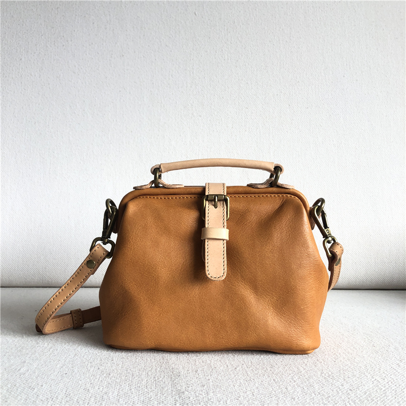 College spotlight soft waxy vegetable tanned cow camel womens hand carrying Crossbody dual-purpose retro frog mouth Doctor Bag